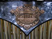 Deagan King George Marimba emblem